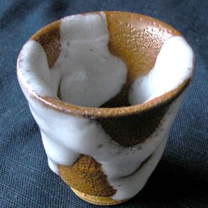 【ぐい呑み】 茶雪釉