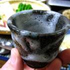 『春のにがみ鍋』【ぐい呑み】小雪釉  【酒器】釉の酒器  料理とぐい呑み(19)