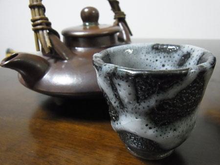 【ぐい呑み】小雪釉 料理とぐい呑み(45)