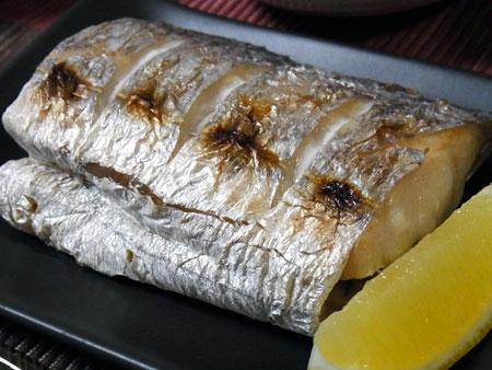 『若ごぼう鍋 』 料理とぐい呑み(63) 太刀魚の塩焼き