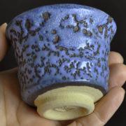 「蒼乳濁カイラギ」 紫がかった薄い青色の釉薬