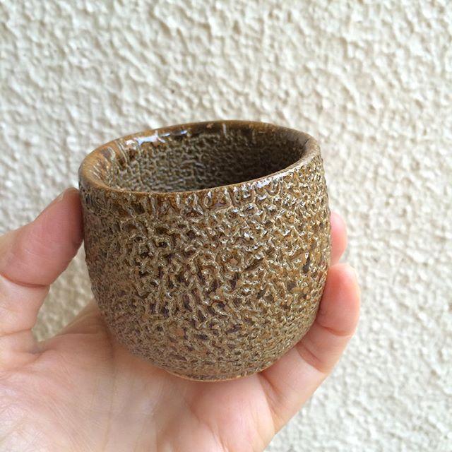 だるま、と名付けたぐい呑み。渋いです。#陶芸作品 #keizogallery #guinomi萩原啓蔵 陶芸作品 - from Instagram